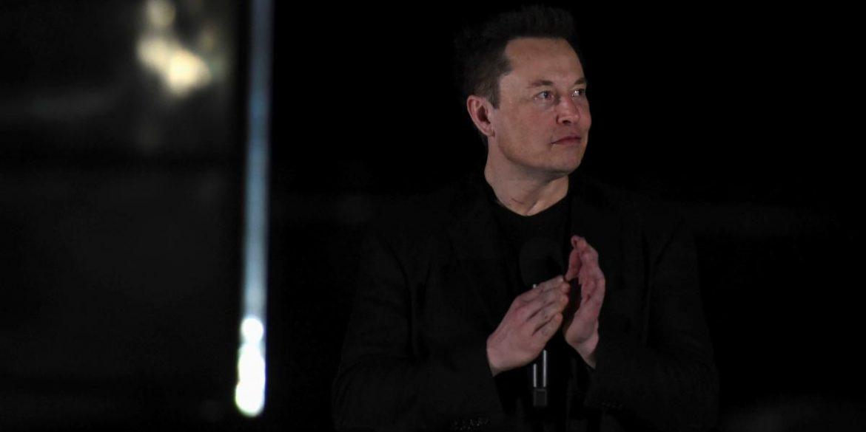 Ілон Маск закликав контролювати компанії, що розробляють штучний інтелект. Навіть його власні