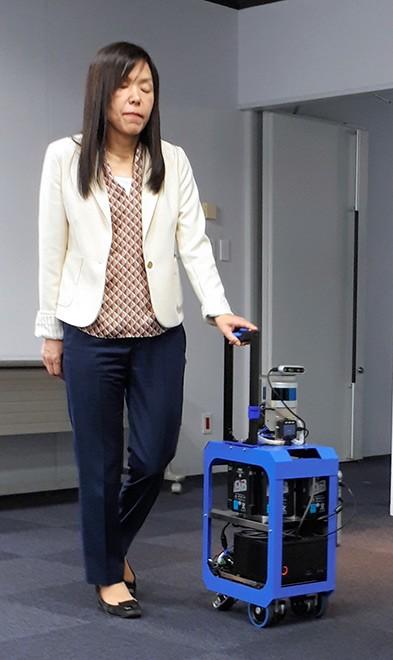 В Японії створили валізу-поводир для сліпих