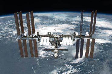 SpaceX відправить трьох туристів на МКС у 2021 році