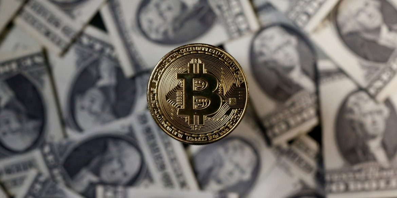 Вперше в історії вартість Bitcoin впала на 50%