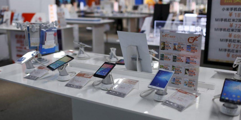 Світові продажі смартфонів впали на 38%. Це найбільше падіння в історії