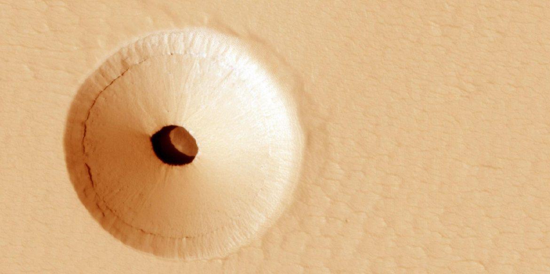 Вчені знайшли на Марсі загадкову печеру, що підходить для життя
