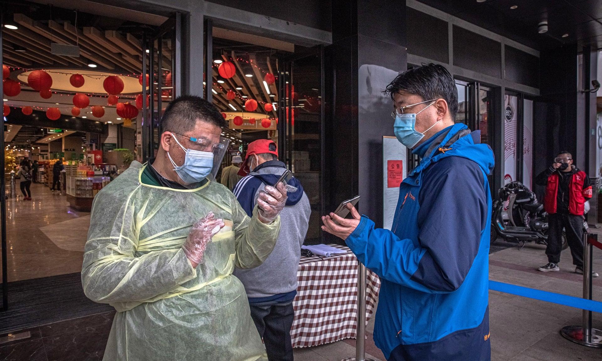 «Код здоров'я». Як Китай та Росія вирішили заблокувати своїх громадян