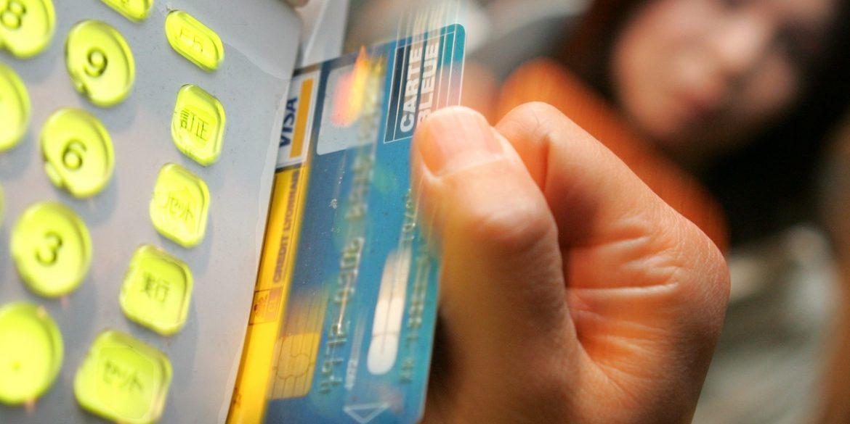 Visa і Mastercard планують збільшити комісії на операції з картами