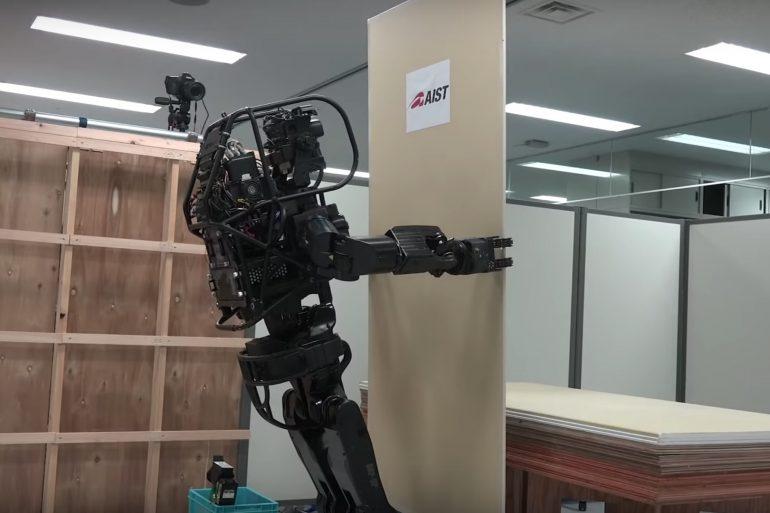 В Японии представили прототип робота-строителя