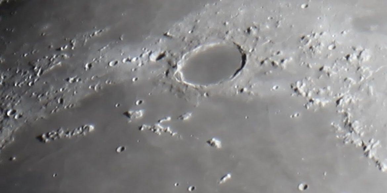 NASA можуть побудувати телескоп в кратері Місяця