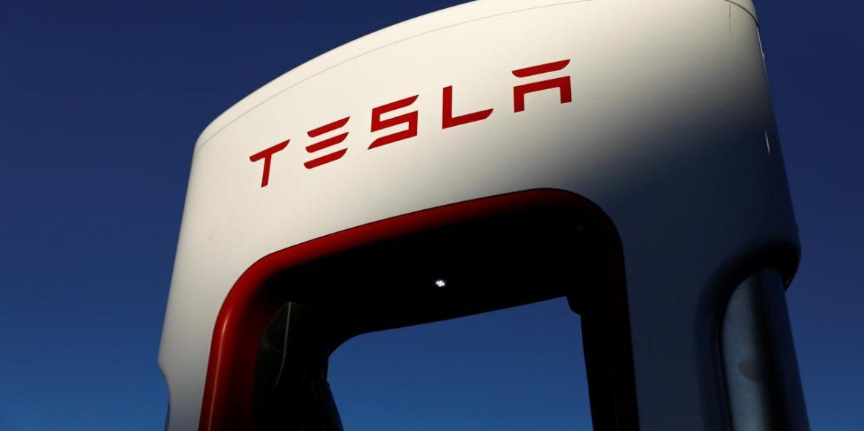 Tesla скоротить зарплатню і звільнить частину співробітників через коронавірус