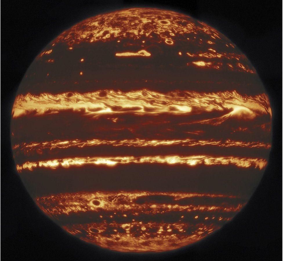 Астрономи показали справжній вигляд Юпітера, який приховують його хмари