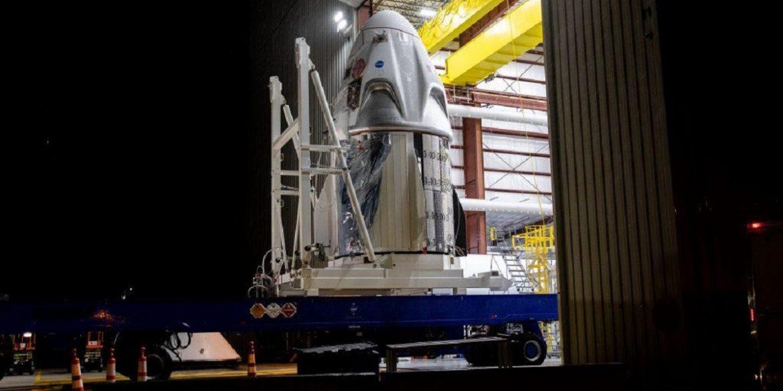До польоту Crew Dragon на МКС залишилося 8 днів. Корабель SpaceX вже на космодромі NASA