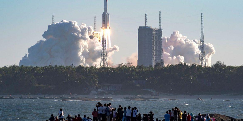 Китай запустив ракету з пілотованим космічним кораблем