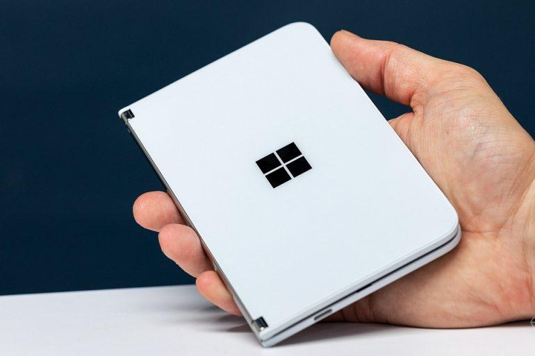 Microsoft випустить гнучкий смартфон з двома дисплеями вже в кінці серпня