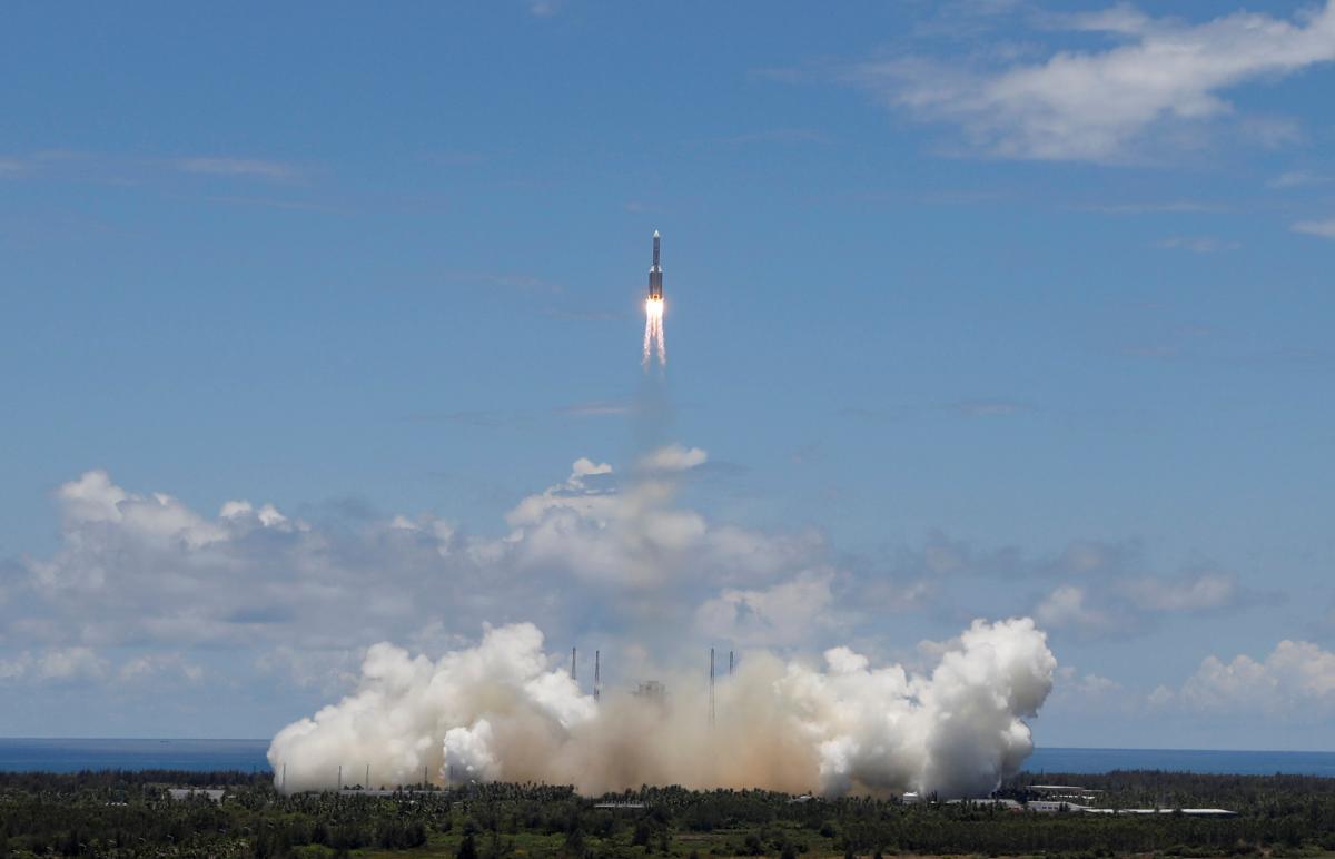 Фото: запуск китайської місії на Марс з космодрому на острові Хайнань