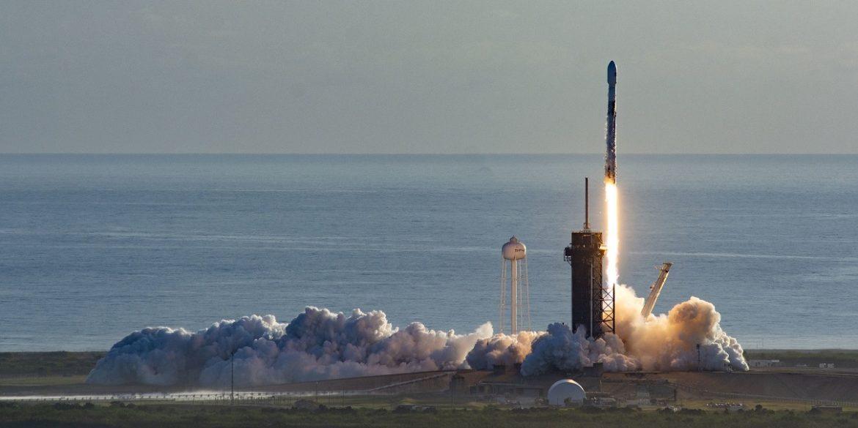 SpaceX вдалося в повернути обидві частини обтічника Falcon 9 після запуску