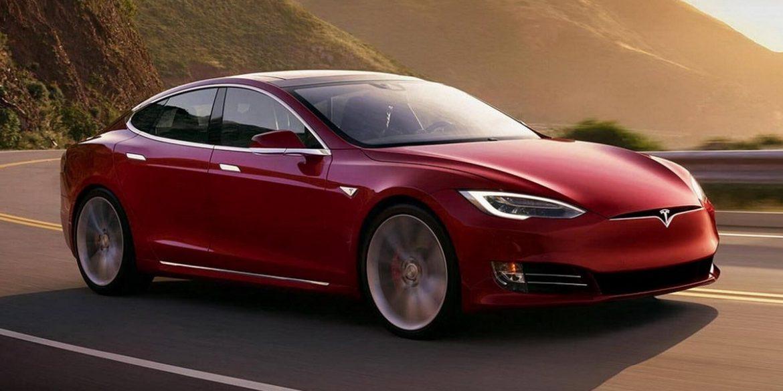 Ілон Маск пообіцяв впровадити автопілот в машини Tesla до кінця року