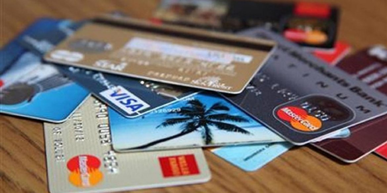 У 2020 році сума операцій з платіжними картками в Україні склала майже 2 трлн грн