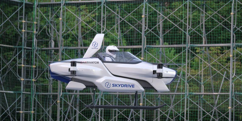 Літаючий автомобіль SkyDrive здійснив перший тестовий політ з людиною на борту