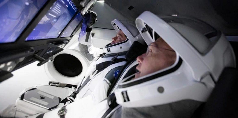 SpaceX показала запис повернення Crew Dragon на Землю