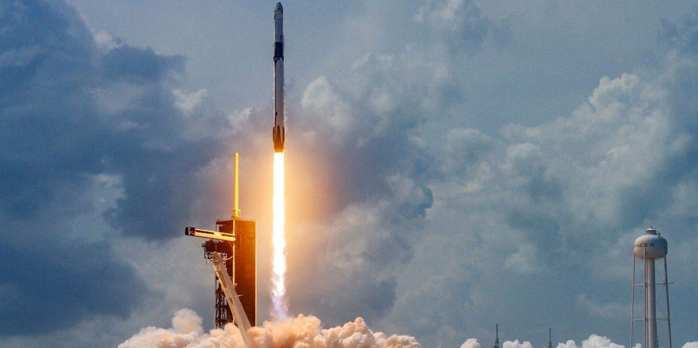 SpaceX показали, як виглядає запуск і повернення Falcon 9 безпосередньо з самої ракети