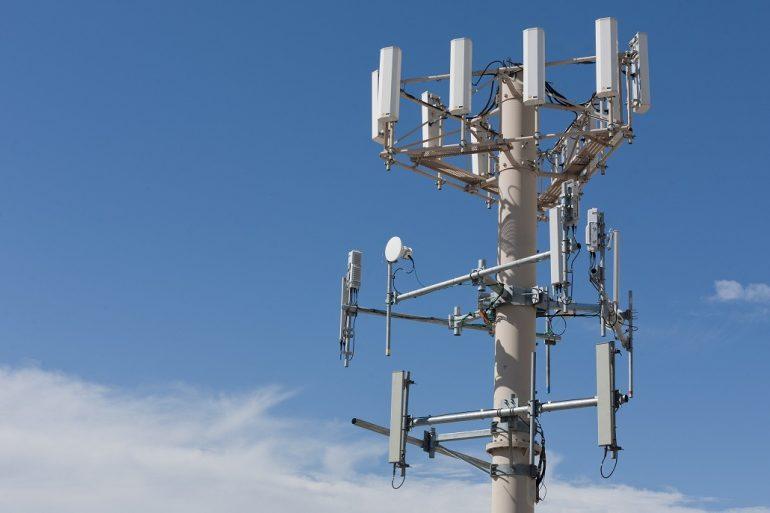 Минцифры обвинило местные власти в препятствии размещению базовых станций мобильной связи