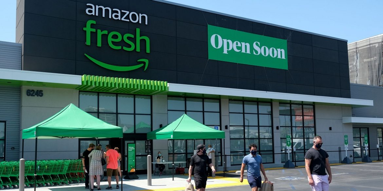 У Лос-Анджелесі відкрився продуктовий магазин Amazon з розумними кошиками