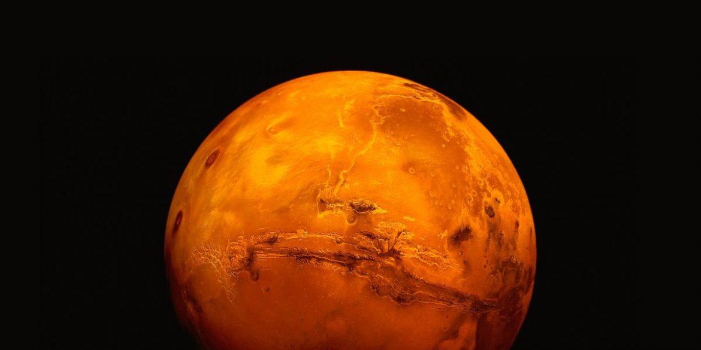 Вчені знайшли докази існування підземних озер на Марсі
