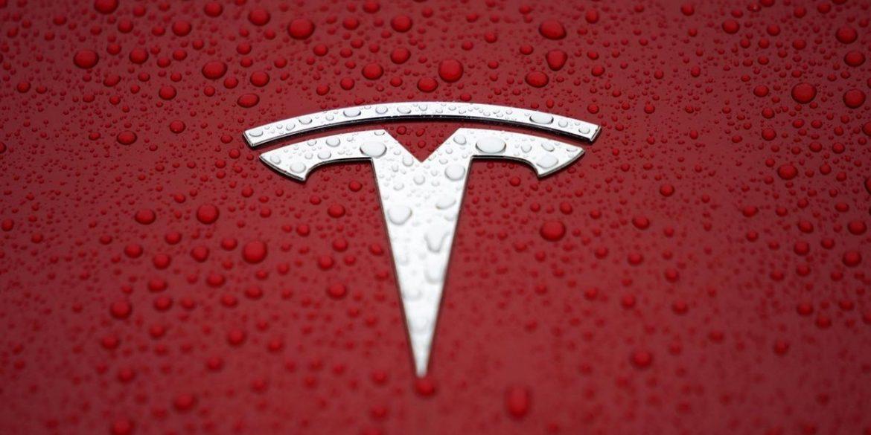 Вартість акцій Tesla впала на рекордні 21,1%