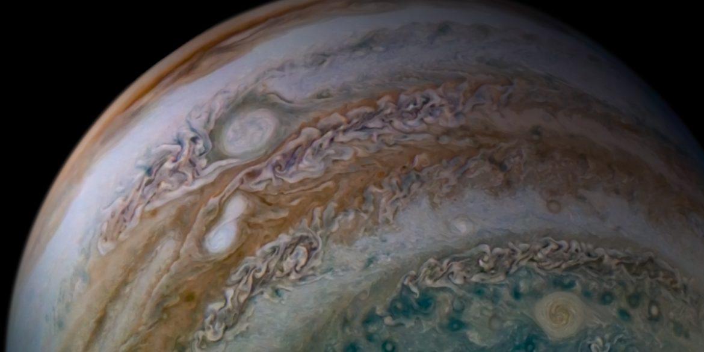 Апарат NASA Juno зняв сонячне затемнення на Юпітері