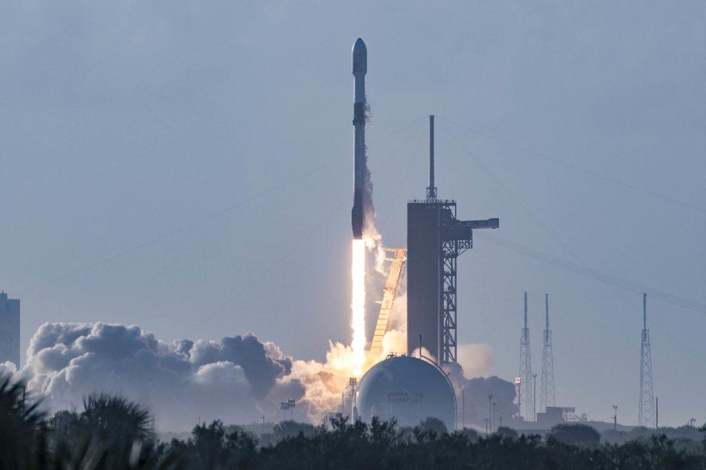 Фото: SpaceX запустила 14 партію інтернет-супутників Starlink