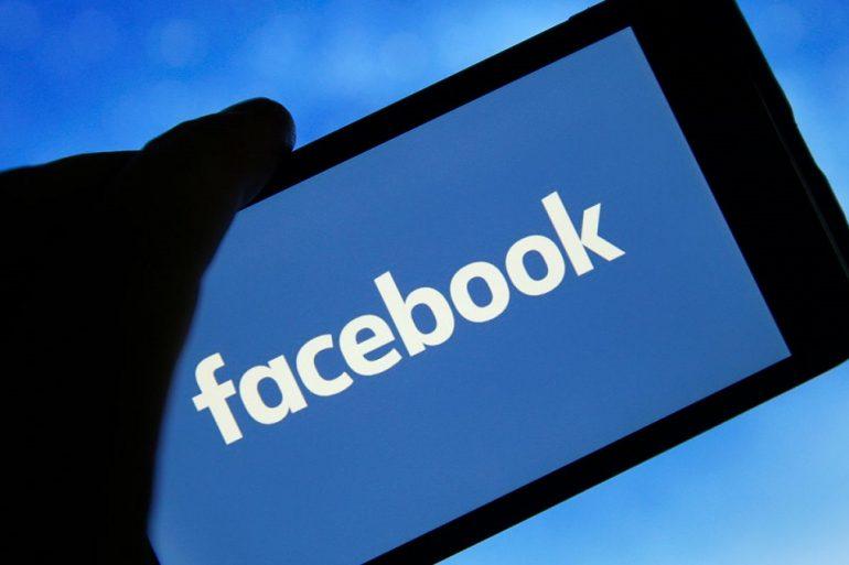 За тиждень до президентських виборів в США Facebook заблокував дві мережі фейкових акаунтів