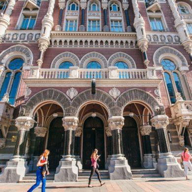 Деякі відділення українських банків закриються на карантин вихідного дня