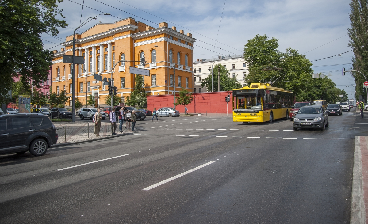 В Україні за допомогою камер фіксуватимуть порушників на смугах громадського транспорту