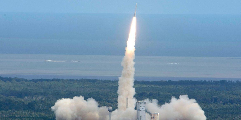 Ракета-носій Vega збилася з траєкторії і провалила місію по запуску супутників