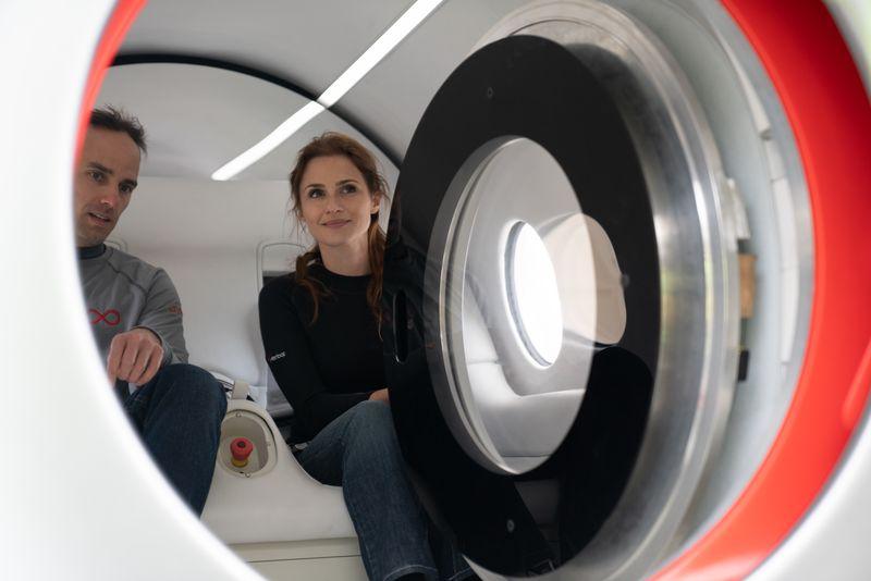 Фото. Як виглядав пробний запуск Hyperloop з пасажирами