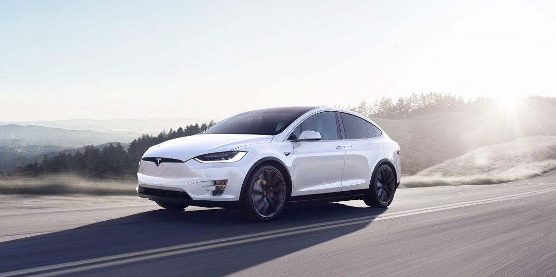 Автопілот Tesla навчили об'їжджати сміття на дорозі
