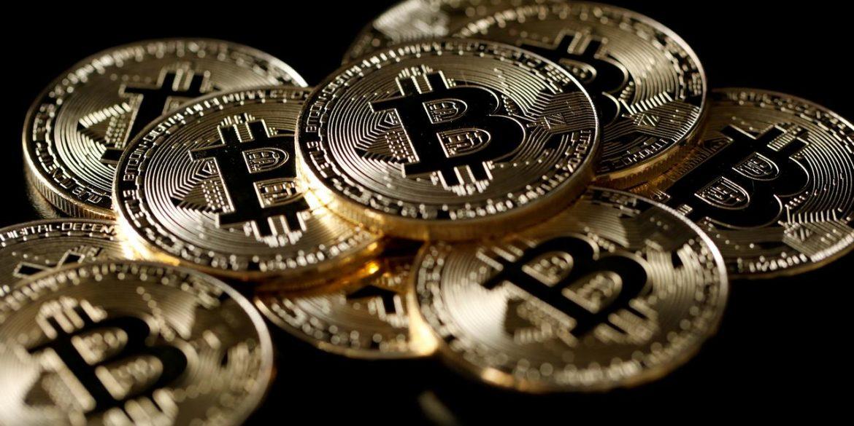 Стоимость биткоина поднялась выше $16 000 впервые за два года