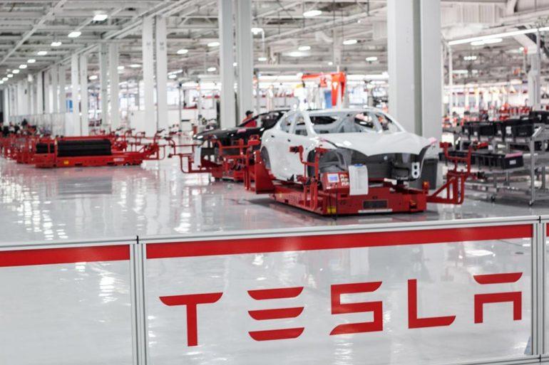 Завод Tesla в Каліфорнії буде працювати під час карантину