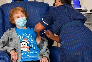 У Великій Британії почалася масова вакцинація від COVID-19