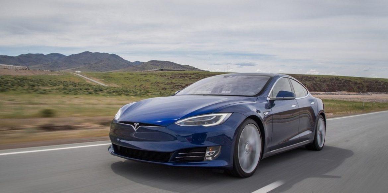 Хакер активував в автопілоті Tesla прихований режим