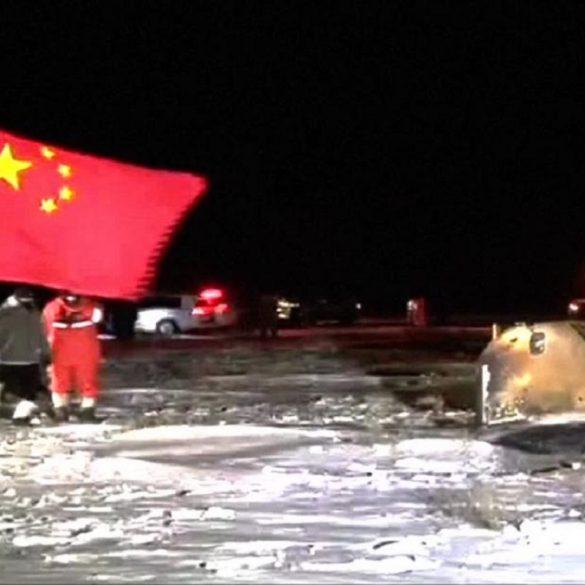 Китайский аппарат вернулся на Землю с образцами лунного грунта