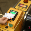 В 2021 году на станциях киевского метро установят турникеты для банковских карт