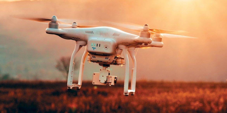 США дозволили дронам літати над людьми і в нічний час