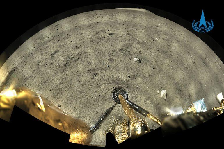 Китайский лунный зонд сделал первые полноцветные снимки Луны