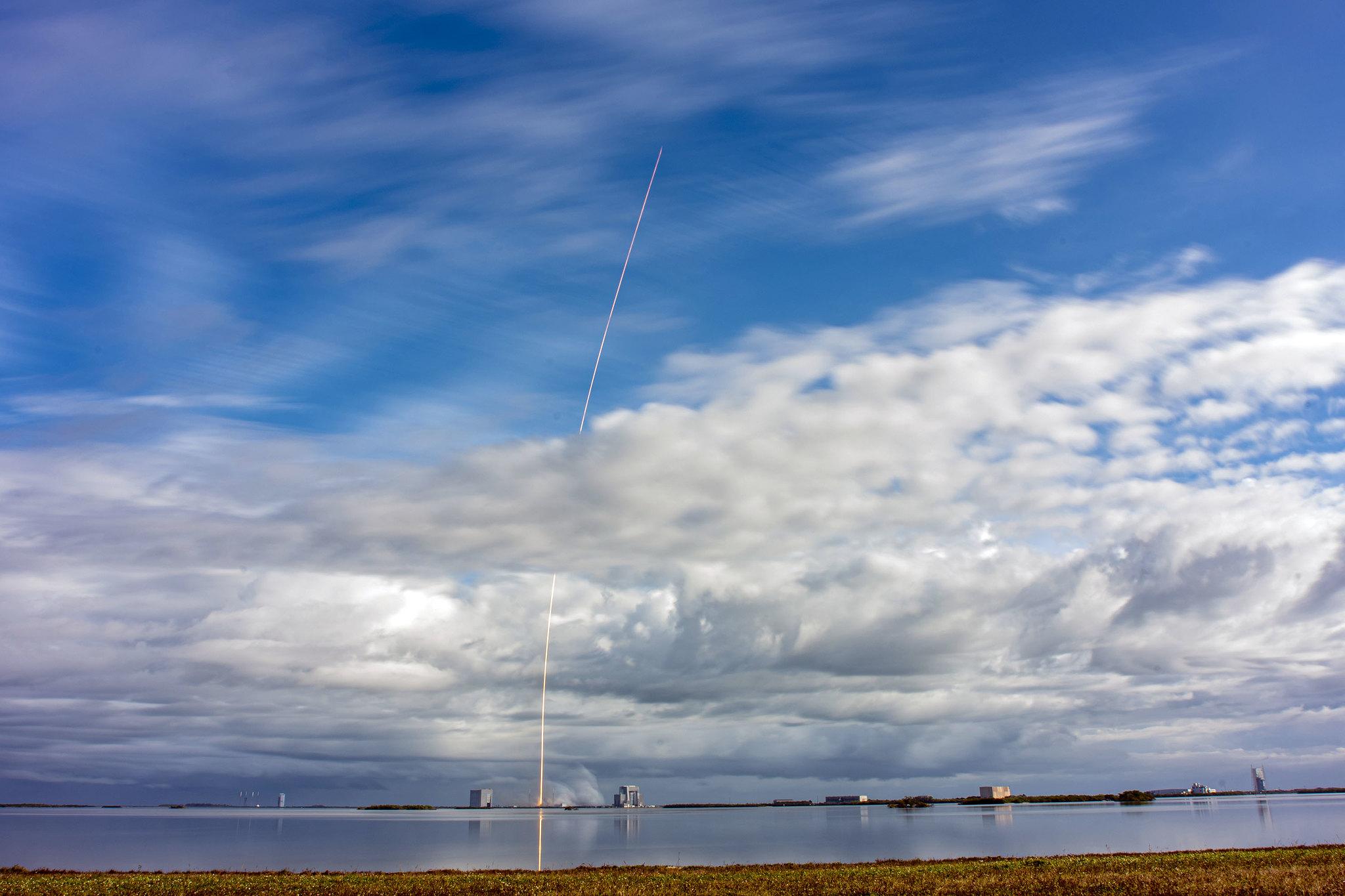 Як виглядав старт рекордної місії Transporter-1 від SpaceX