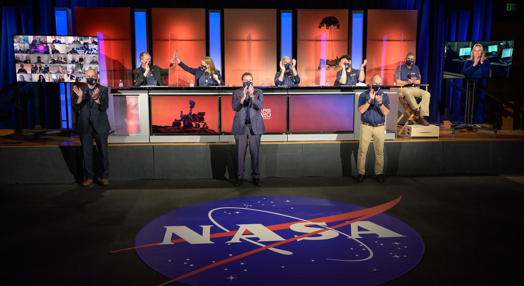 Посадка Mars Perseverance на Марс. Показуємо, що в цей час відбувалося на Землі
