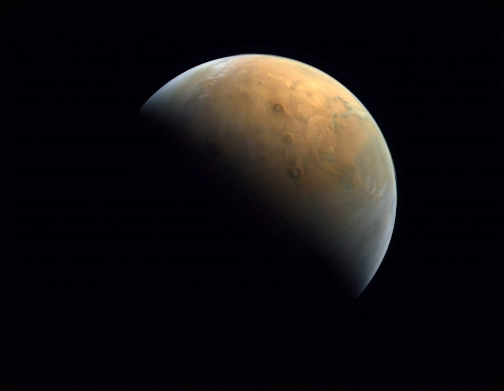 Перший арабський космічний зонд надіслав фото Марса