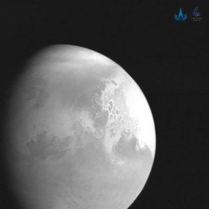 Китайский космический зонд Tianwen-1 снял первую фотографию Марса