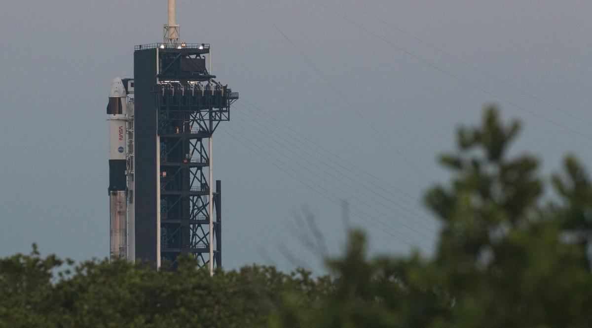 Фото: NASA показала ракету Falcon 9 перед місією Crew-2