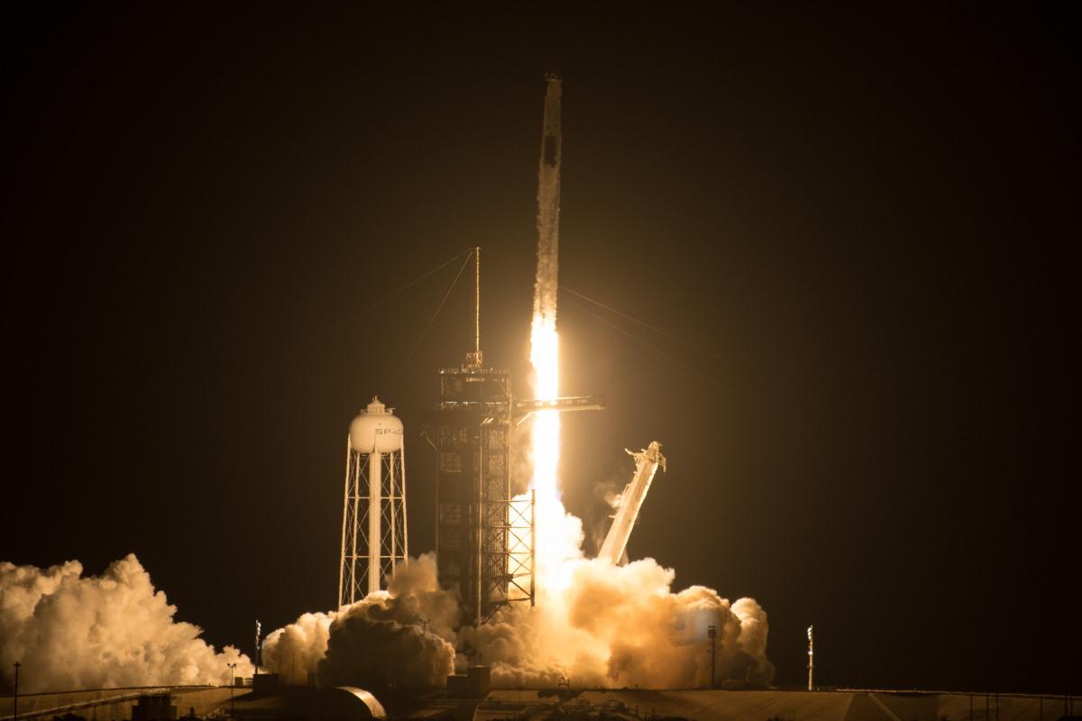 Фото: NASA та SpaceX вдало відправили Crew Dragon до МКС