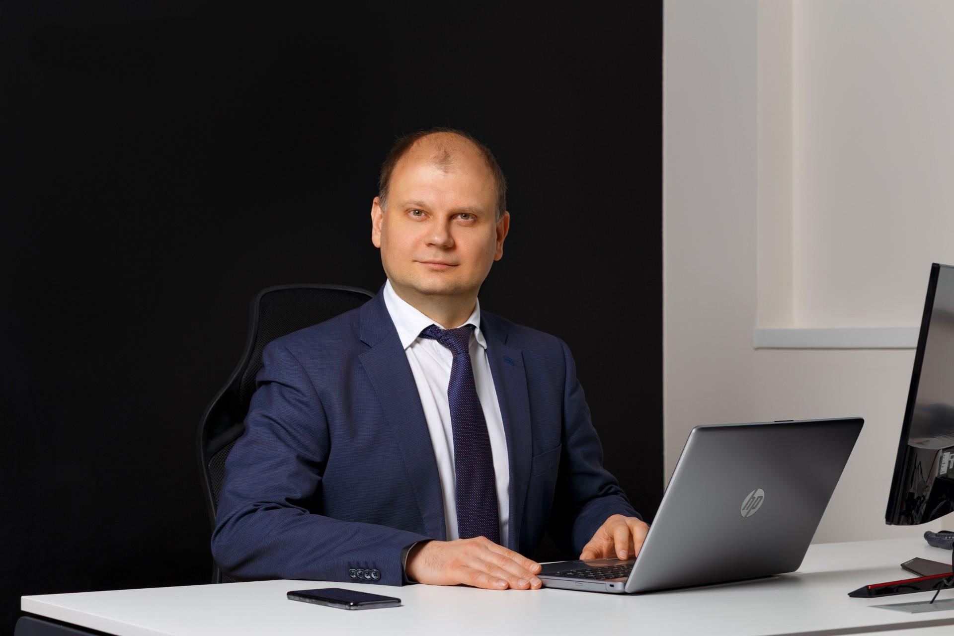 7 складних питань Дмитру Яковлєву, IBOX Bank: чи є майбутнє у карток, коли у машин будуть гаманці, та як усі українці отримають рахунок у банку