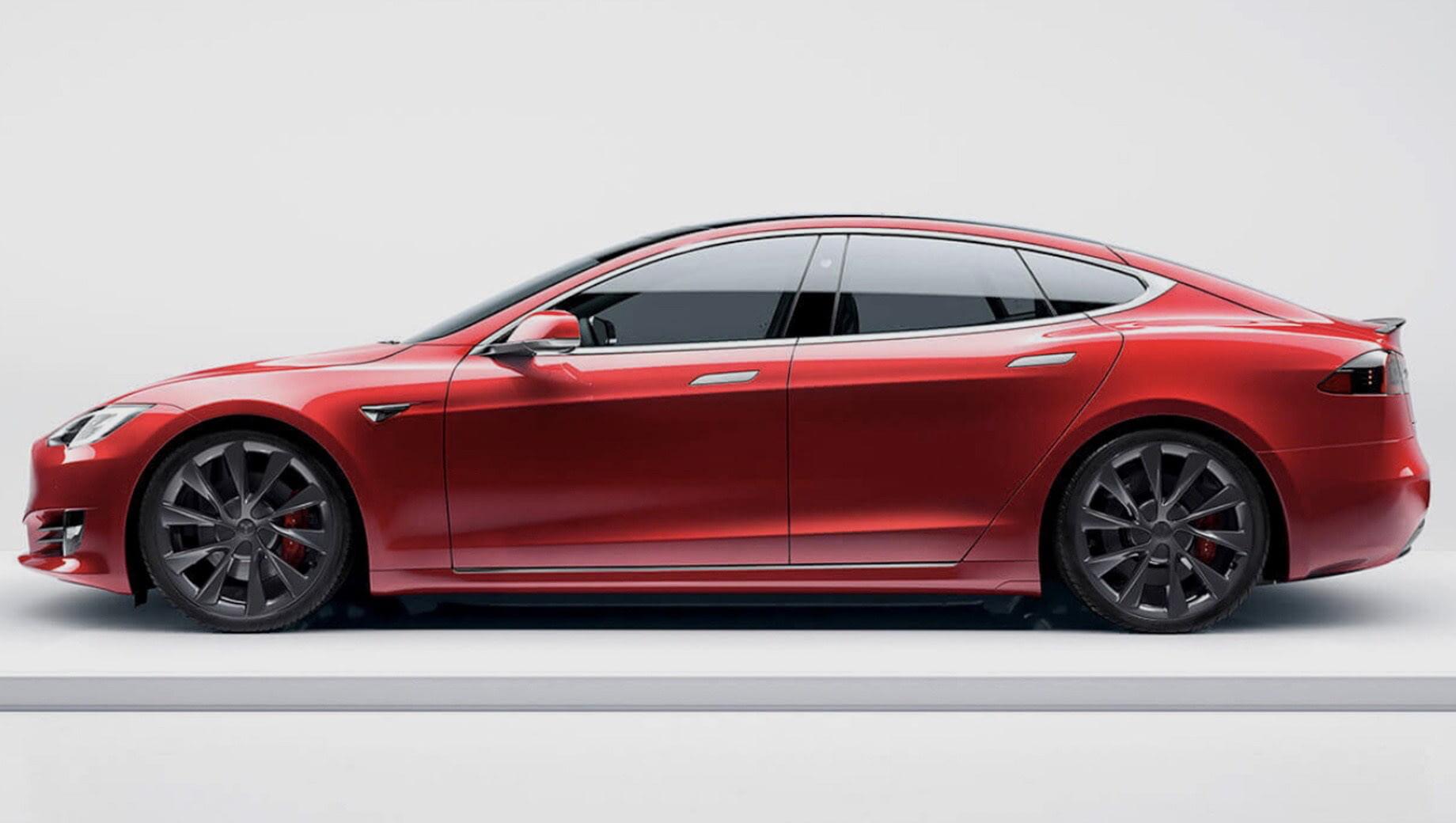Tesla скасувала випуск свого найдорожчого і найшвидшого седана